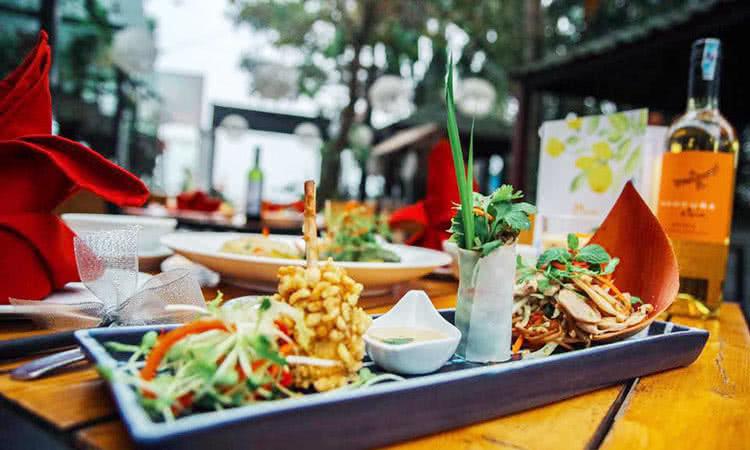 Kết quả hình ảnh cho Sum Villa - Đặng Thai Mai - top-10-nha-hang-ngon-view-dep-noi-tieng-nhat-sang-trong-nhat-o-ho-tay