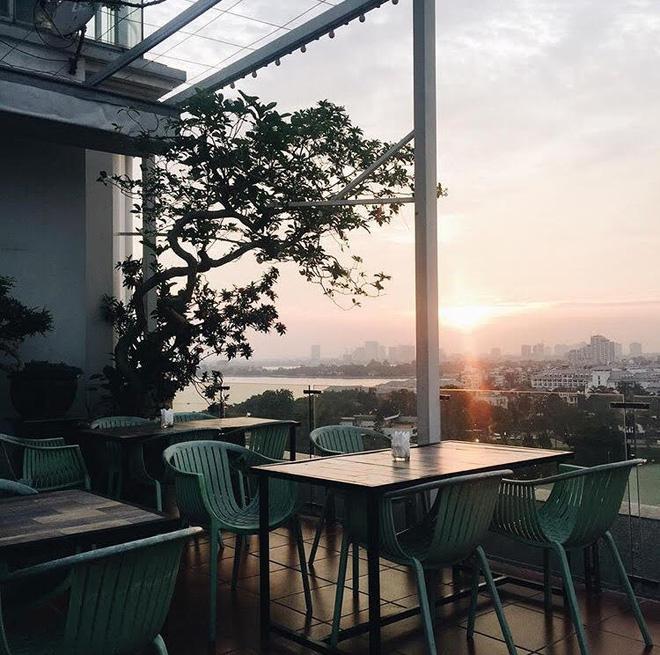 5 quán cafe view đẹp ngất ngây ngắm trọn Hồ Tây lộng gió