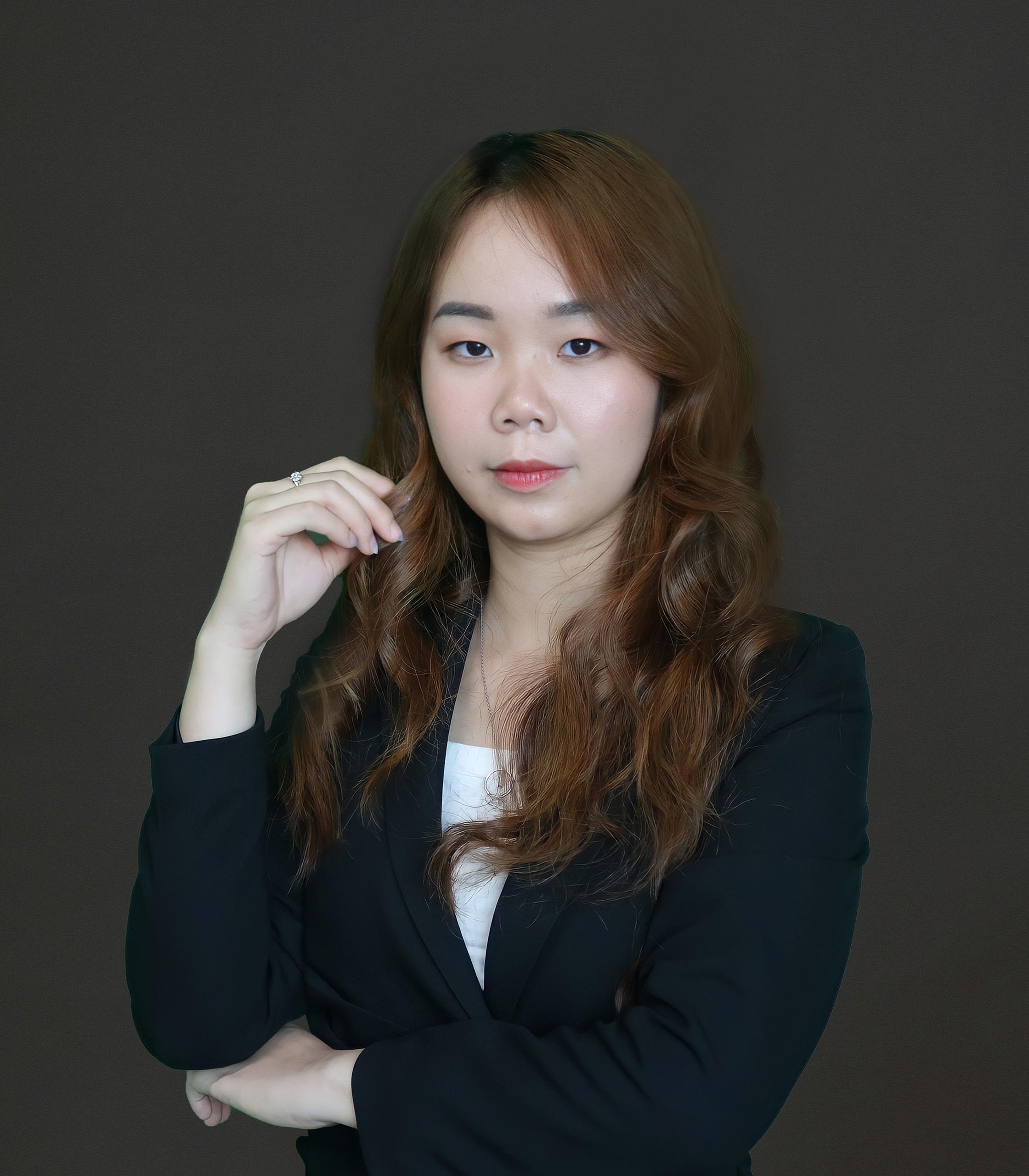 Phạm Hương – MEDIA MANAGER